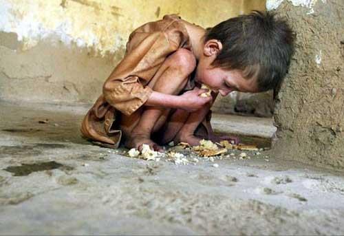 niño con hambre